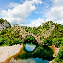 Ardèche 16 פארקי נופש