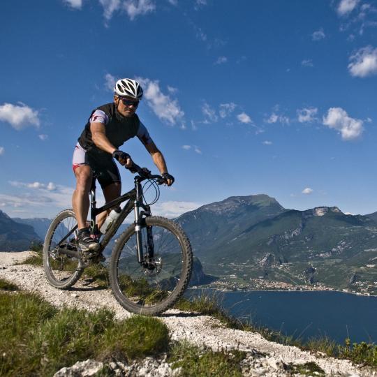 טיולי אופניים סביב אגם גארדה