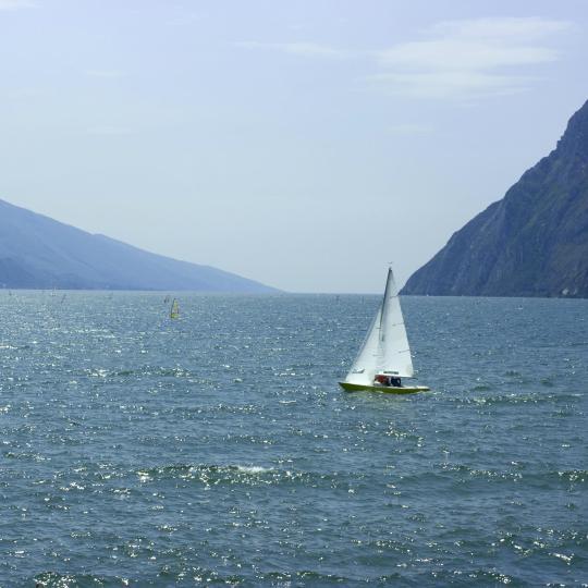 גלישת רוח ושיט מפרשיות באגם גארדה