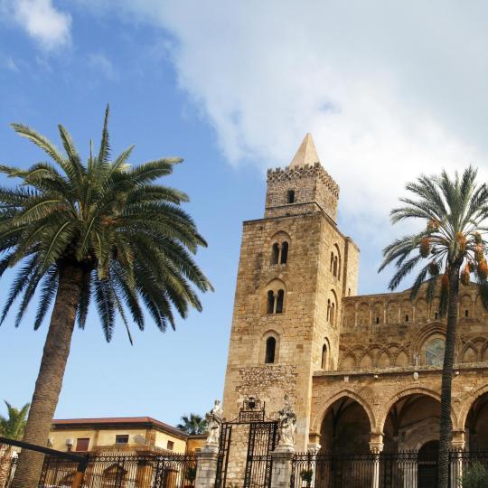 كنيسة وكاتدرائية تشفالو