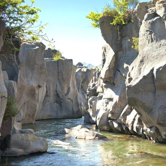 مضائق ونهر الألكانتارا