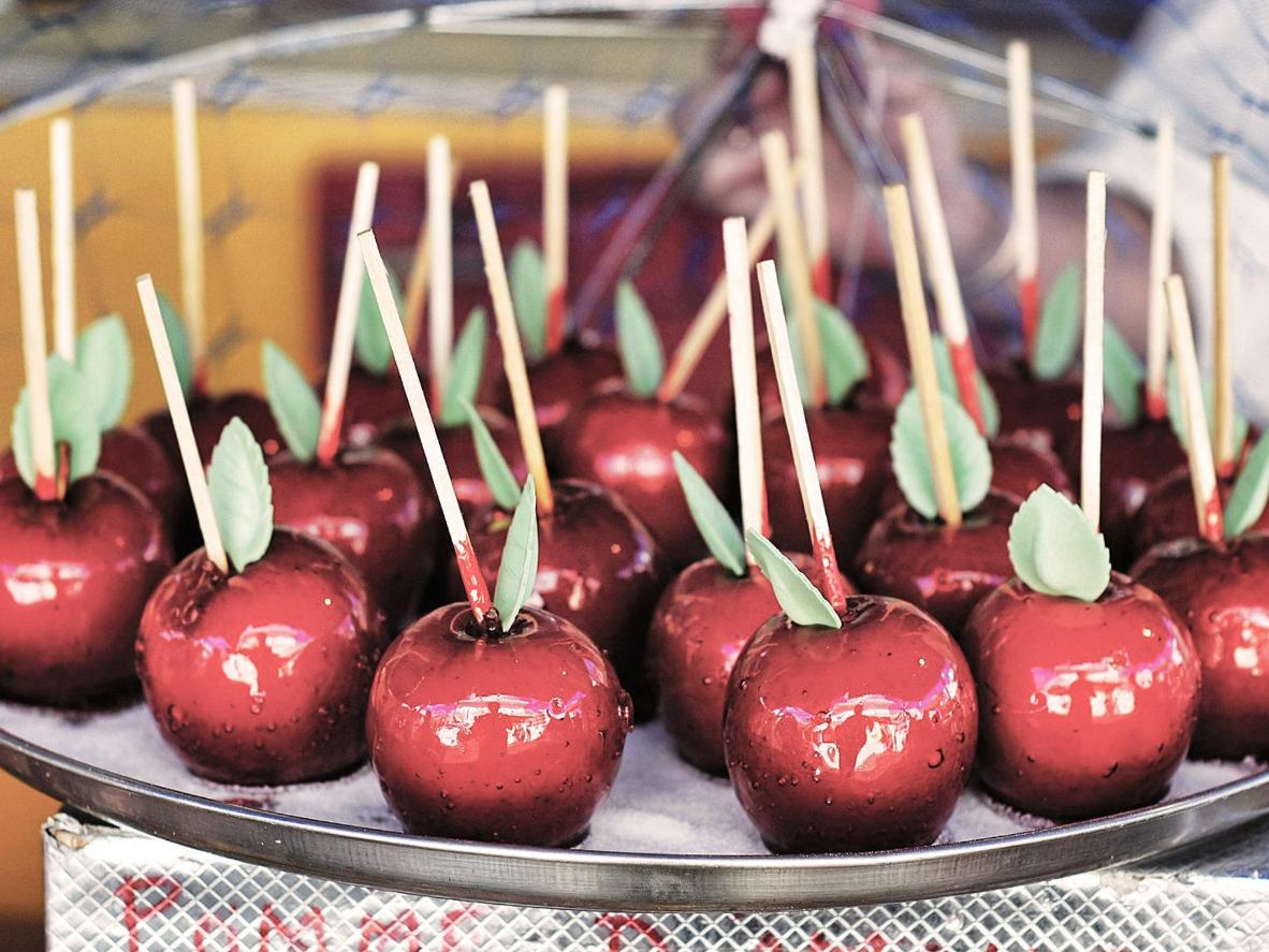 Experimente as maçãs do amor no Mercado de Natal de Château d'Angers