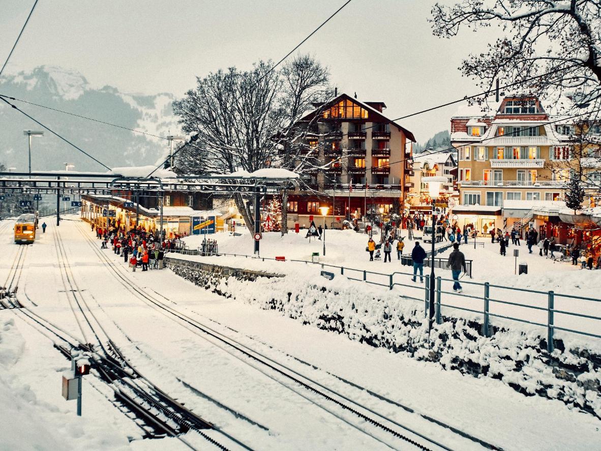 Faça um charmoso passeio de trem em seu caminho para Wengen