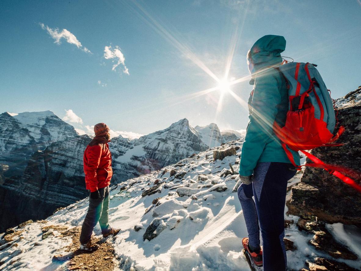 Caminhar pelas trilhas no Parque Nacional de Banff é a melhor opção de lazer pós-esqui