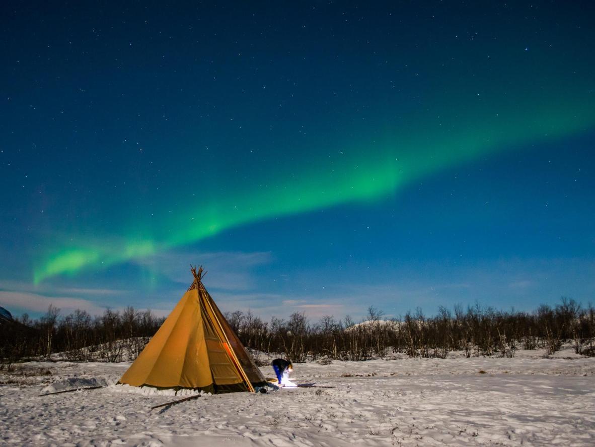 A geografia de Abisko torna a região boa para admirar a Aurora Boreal