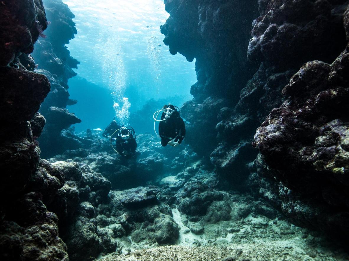 Mergulho na Grotta Giusti na Toscana