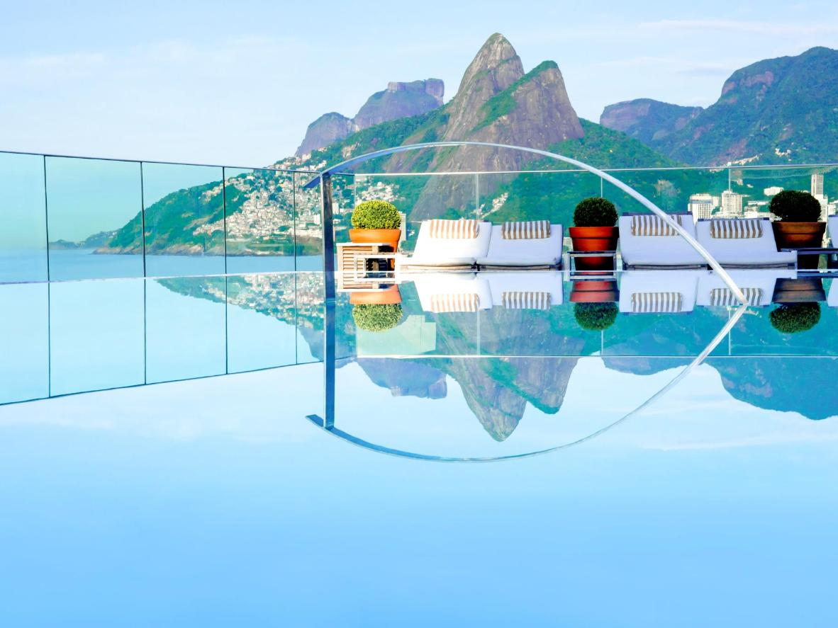 Encante-se com a vista do Morro Dois Irmãos e da Praia de Ipanema