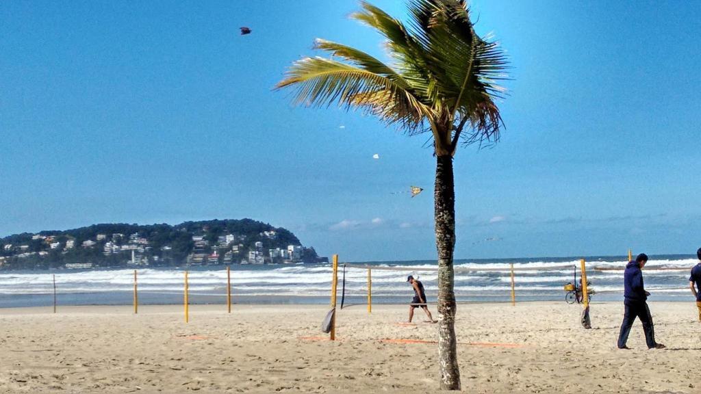 50 m da praia no Guaruja