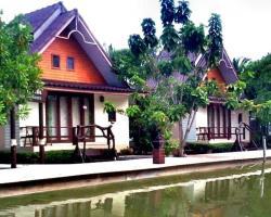 Baan Thai Damnoen Canal House