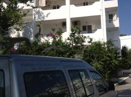 Gikas Apartments, Μαρμάρι