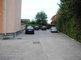 Hotel West, Scheia
