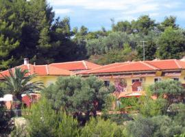 Villa Panorama Studios, Посіді