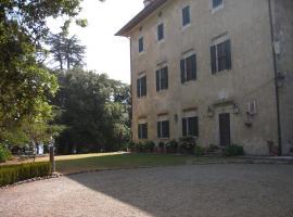 Castello Di Camporsevoli, Le Piazze