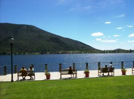 Western Riviera Lakeside Lodging, Grand Lake