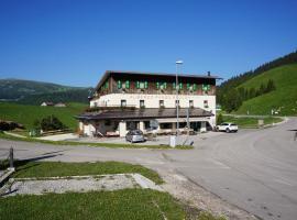 Albergo Passo Brocon, Castello Tesino