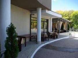 Eos Hotel, فيدين