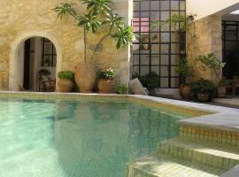 Villa Maroulas, Maroulás