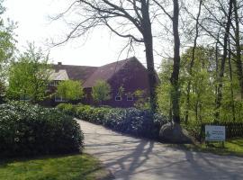 Triple Star Guest Ranch, Stavern