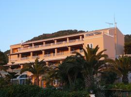 Paramonas Hotel, Paramonas