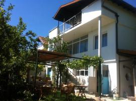 Bambook Bamboo Guest House, Golden Sands