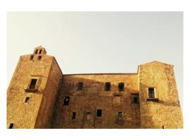 Ypsilhome, Castelbuono