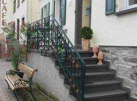 Haus Fröhlich, Löf