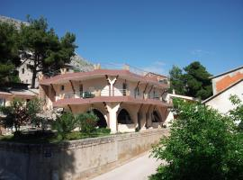 Villa Perković, Mimice