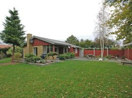 Holiday home Tjørnevænget H- 4828, Idestrup