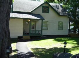 Tea Island Three-Bedroom House, Lake George