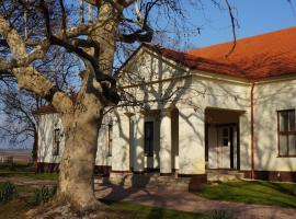 Lovas Udvarház Panzió, Szedres