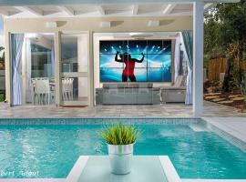 Pool View Mansion, Manot