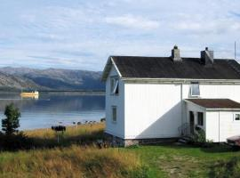Three-Bedroom Holiday home in Lødingen