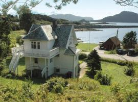 Four-Bedroom Holiday home in Valderøya, Ytterland