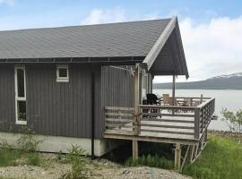 Two-Bedroom Holiday home in Straumsbukta 2, Straumsbukta