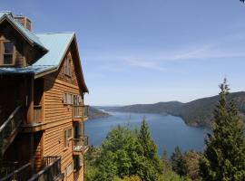 Moon Water Lodge, Malahat