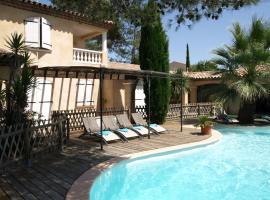 Piscine à débordement sur la Cote d'Azur, Bagnols-en-Forêt