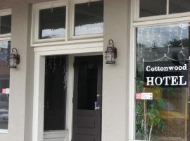 Cottonwood Hotel, Cottonwood
