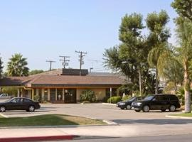 Super 8 Costa Mesa/Newport Beach Area, كوستا ميسا