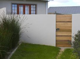 City of Saints Self -Catering Guest Cottage, Grahamstown