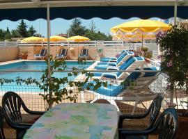 Hotel Mucrina, Vias