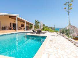 Pelican Villa, Lagun