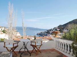 Two-Bedroom Holiday home with Sea View in Hydra, Ídhra