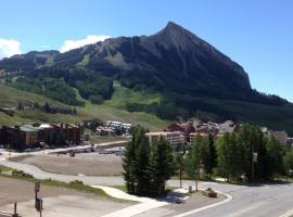 Three Seasons by Crested Butte Lodging, Mount Crested Butte