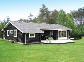 Three-Bedroom Holiday Home Snedkervej 08, Bratten Strand