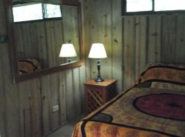 Chalet East, Quepos
