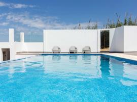 The Maverick Surf & Guest House, Lourinhã