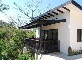 Villa Maluku, Santa Teresa