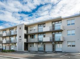 Glenelg Holiday Apartments, Adelaide