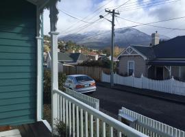 Cosy Retro Cottage Hobart