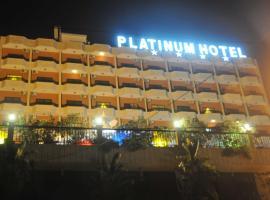 Platinum Hotel, Soûr